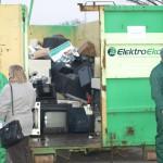Kontener wypełniony elektrośmieciami